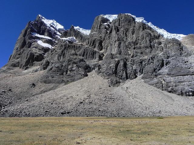 Nevado Puscanturpa o Cuyoc (5.852 mts).