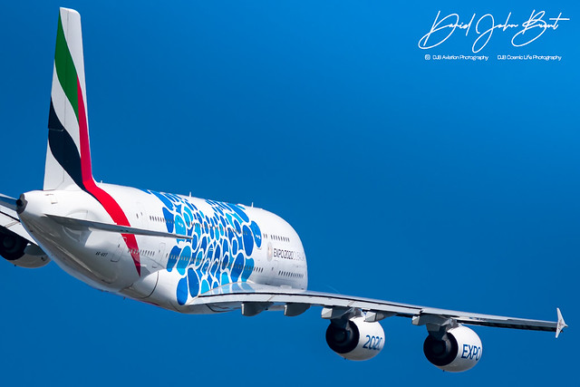 Emirates • Airbus A380 • A6-EOT