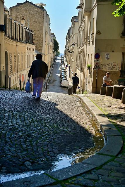 Montmartre - Rue Berthe / Old age, a shipwreck!