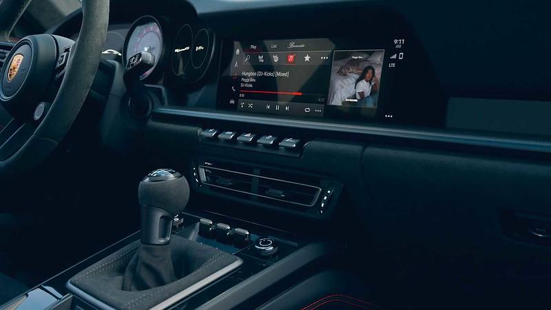 2022-porsche-911-carrera-gts-interior