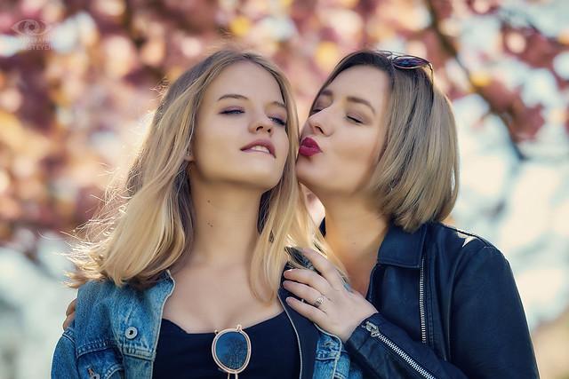 Cool sisters: Lisa & Anna   ·  ·  ·   (R5A_1243)