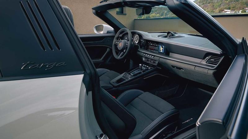 2022-porsche-911-targa-4-gts-interior