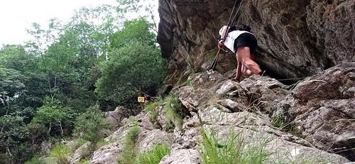 La montée/descente câblée dans la brèche du Carciara : un concurrent