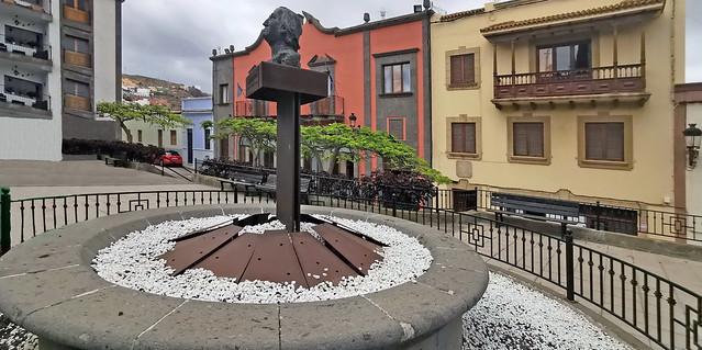 Escultura José Luján Perez en Plaza Grande Santa María de Guía Gran Canaria 01
