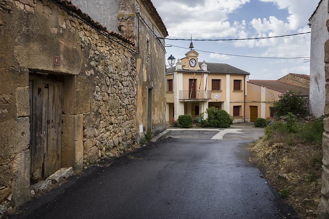 Valdevacas de Montejo, Ayuntamiento.