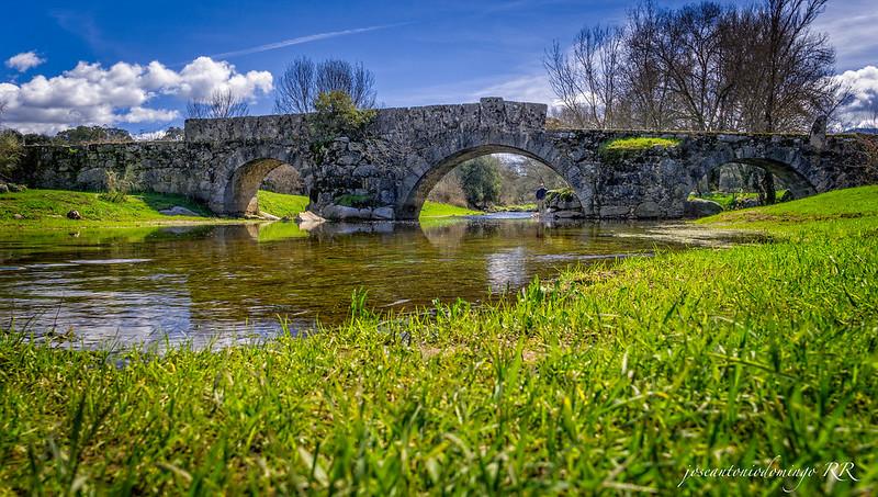 Puente romano en el camino a Sartajada