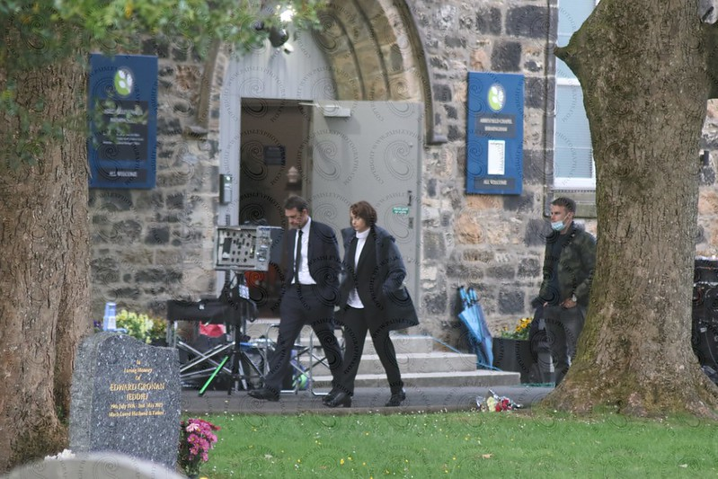 filming of crime the Irvine Welsh drama at paisleys woodside cemetery (5)