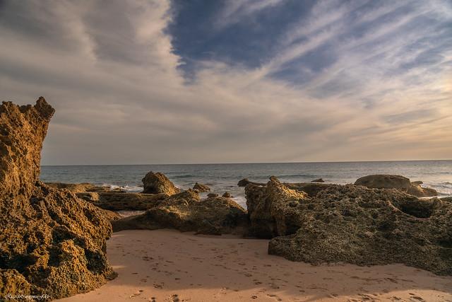 Rocks on the seashore - Rocas sobre la orilla