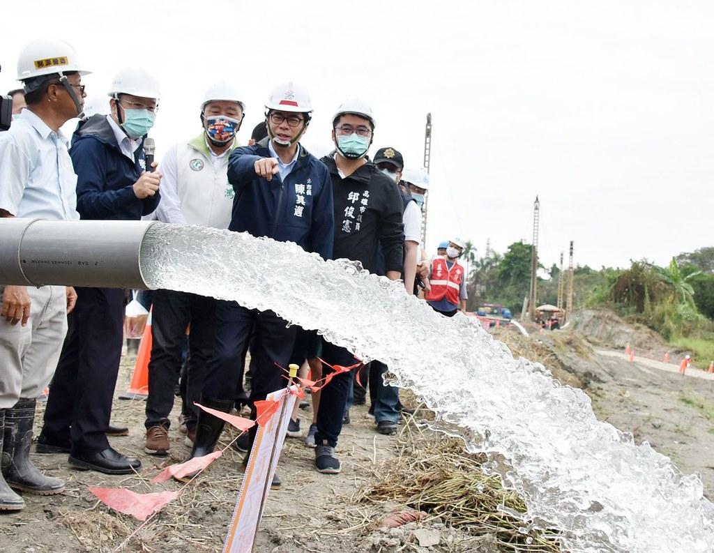 202106抗旱水井報導。高雄新鑿水井出水。照片來源:高雄市長陳其邁臉書