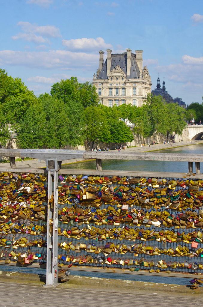 337 - Paris en Mai 2021 - Les cadenas de la Passerelle Léopold Sédar-Senghor
