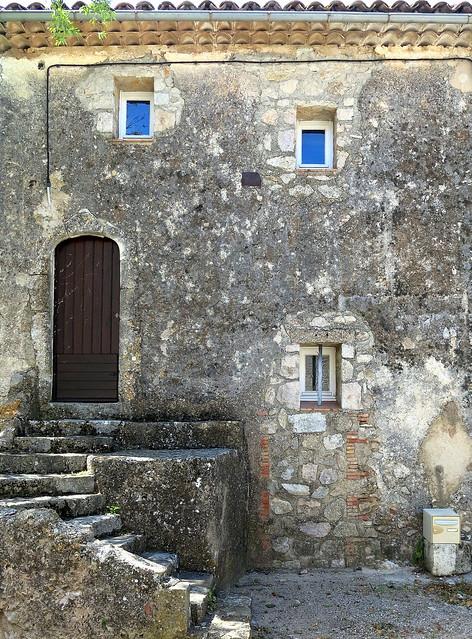 Small windows, Fox-Amphoux, Var, Provence
