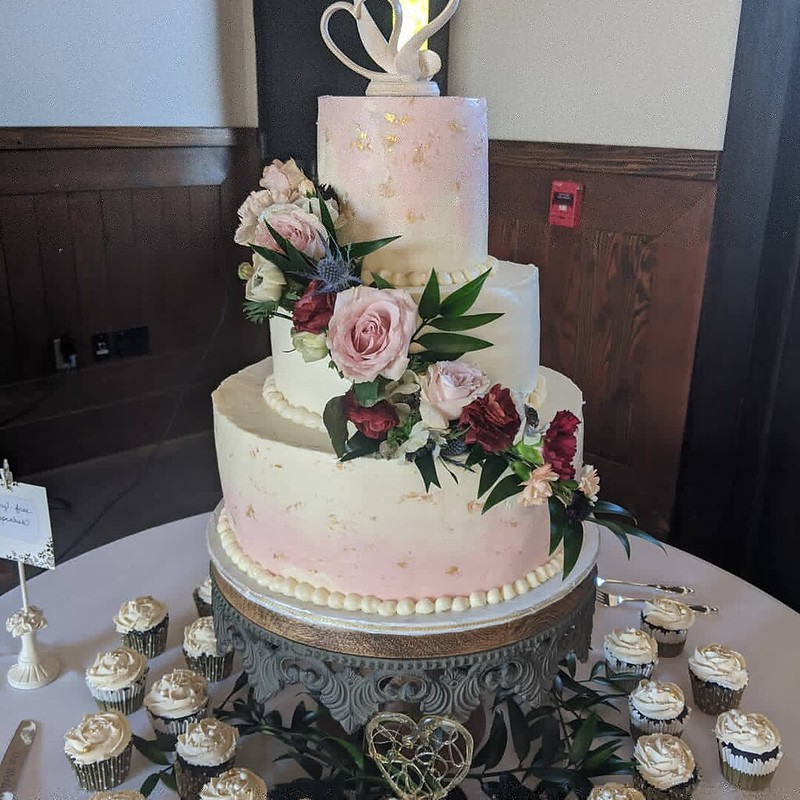 Cake from Queen Bee Cakes by Debbie