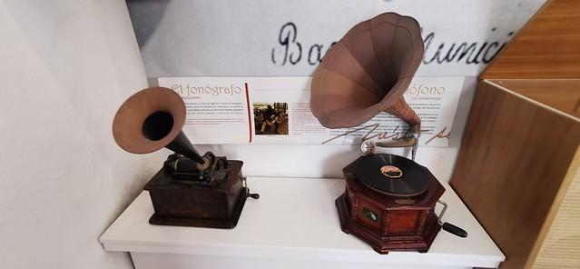 fonógrafo reproductor de Musica Sala 5 interior Museo Néstor Álamo Santa María de Guía Gran Canaria