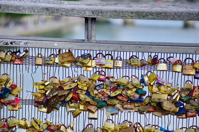 338 - Paris en Mai 2021 - Les cadenas de la Passerelle Léopold Sédar-Senghor
