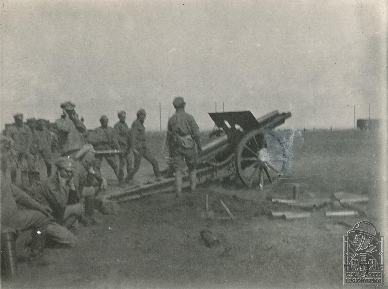 13. 1918. Из дальнобойного орудия по позициям большевиков под Липягами, перед Самарой, 4 июня