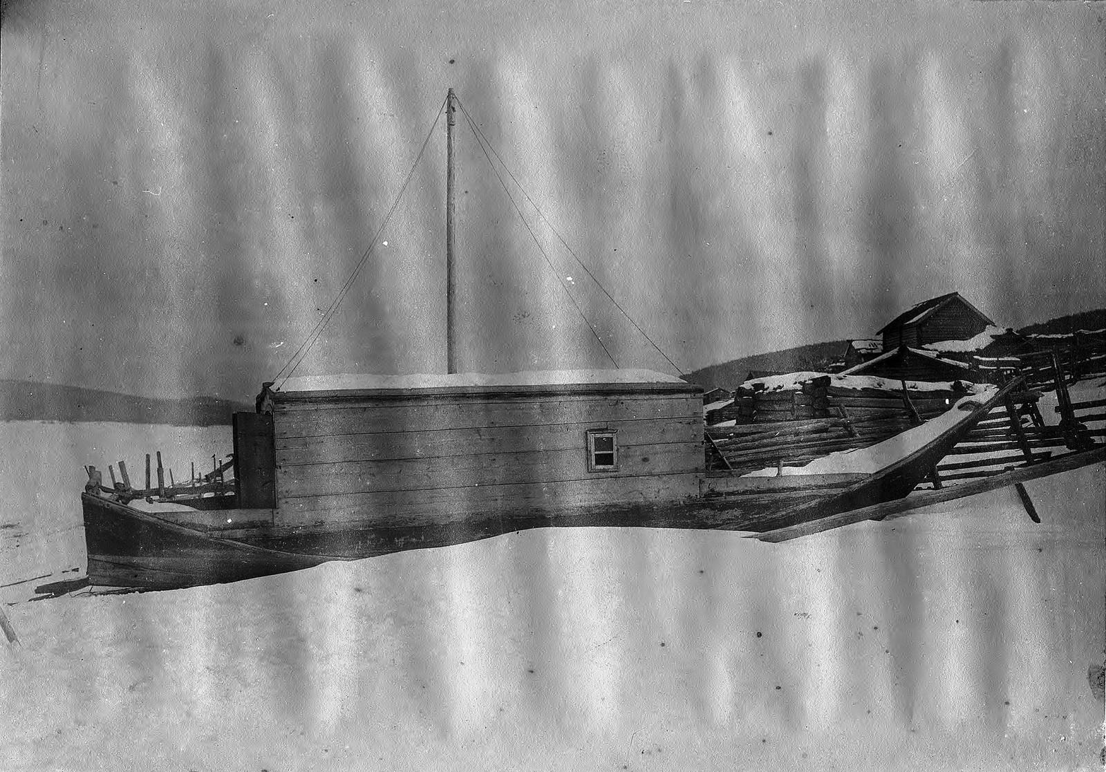 Крытая торговая лодка - илимка