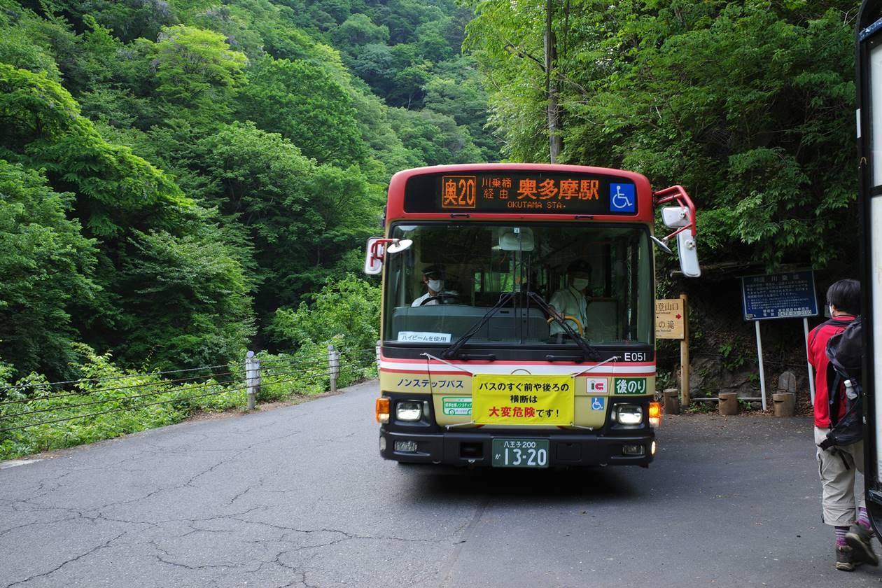 川乗橋バス停から奥多摩駅行きのバスに乗車