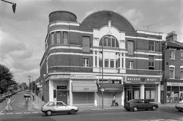 Classic Tooting, Fircroft Rd, Upper Tooting Rd,  Tooting Bec, Wandsworth, 1990, 90-9a-32