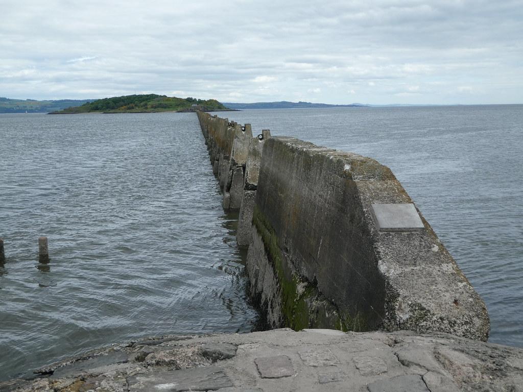 The submerged causeway to Cramond Island