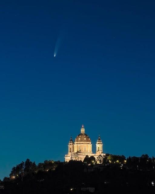 Cometa Neowise: Emanuele Balboni. Sopra la cattedrale di Superga