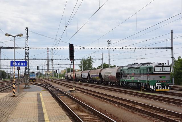 KDS 753 197 met graanwagens, Hulín, 07-08-2019