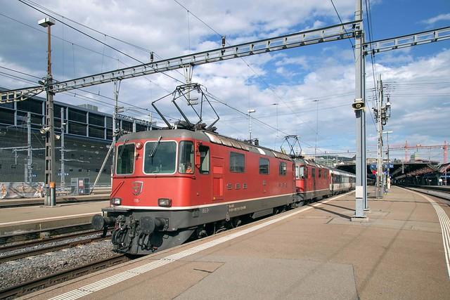 SBB Re 4/4 420 115 + 420 116 Zürich Hbf