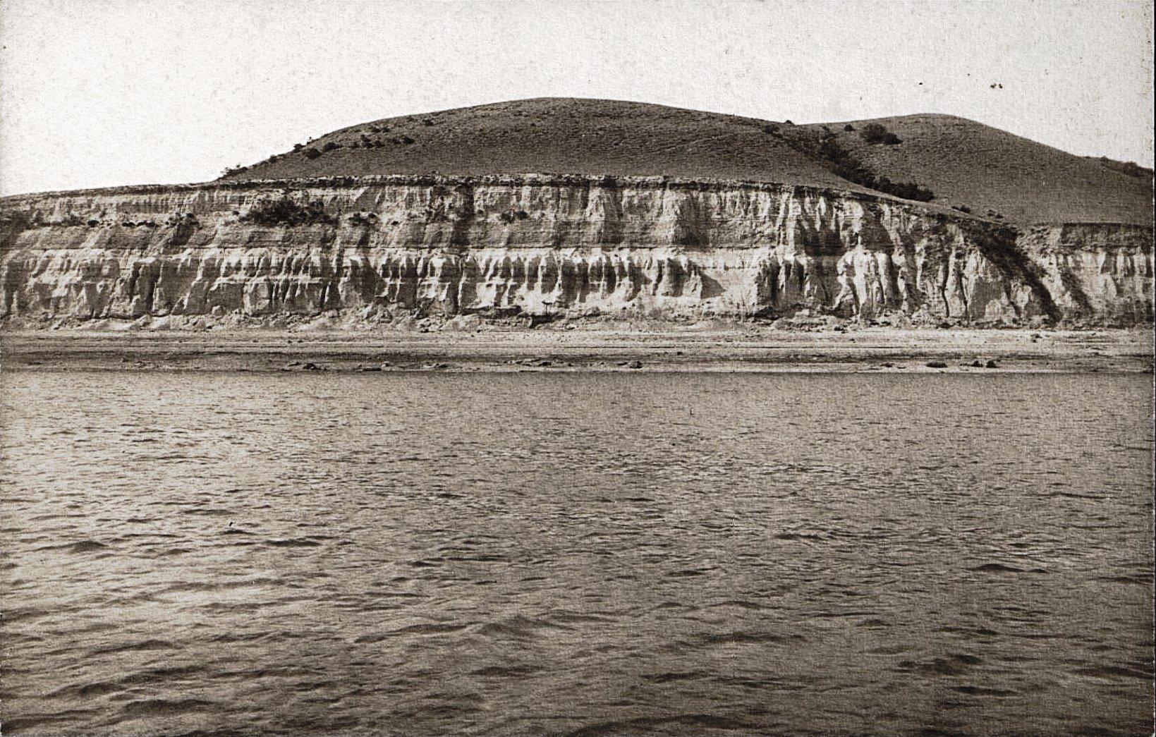 Правый приток Волги ниже Камышина