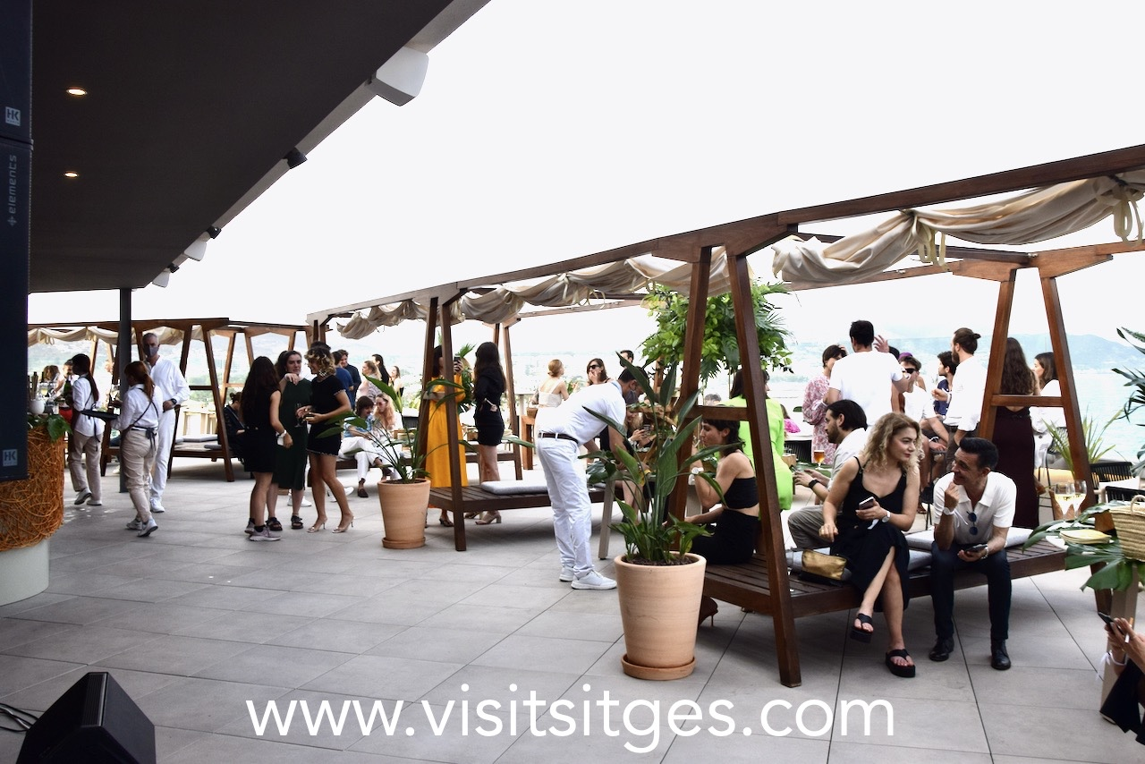 Radio Rooftop Bar en Hotel Me Sitges Terramar