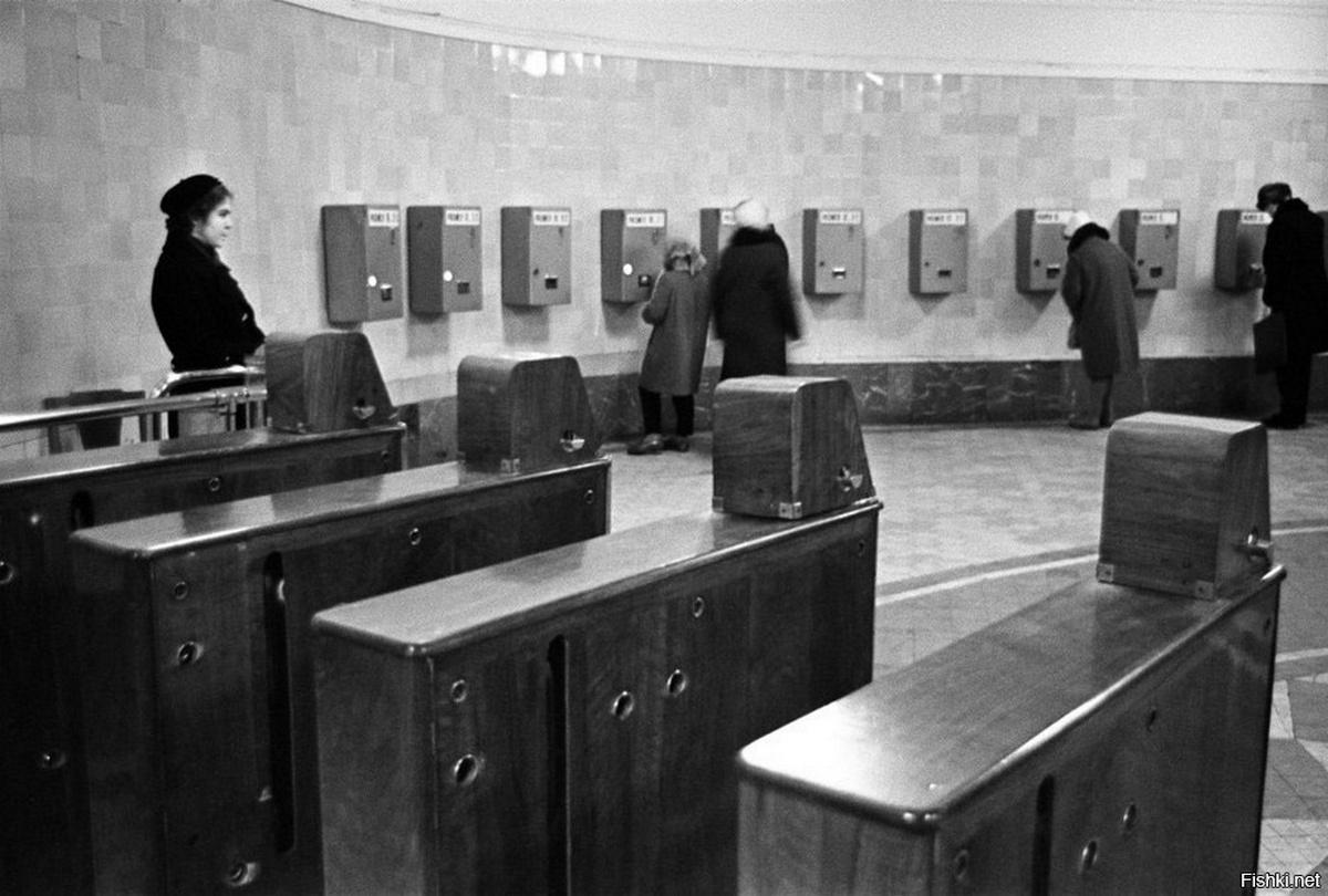 1965. Первые разменные автоматы в метро. Станция «Комсомольская»