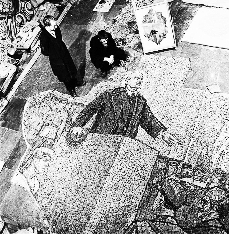 1964. Мозаика для станции метро «Комсомольская»