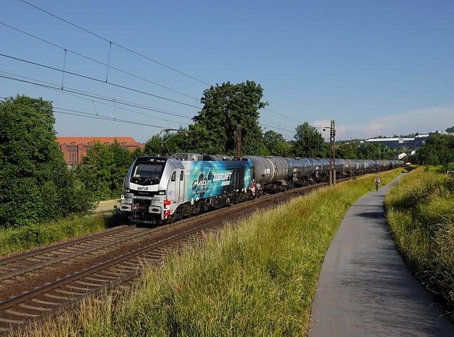 Die 159 209 mit einem Kesselzug  am 18.06.2021 unterwegs bei Passau.
