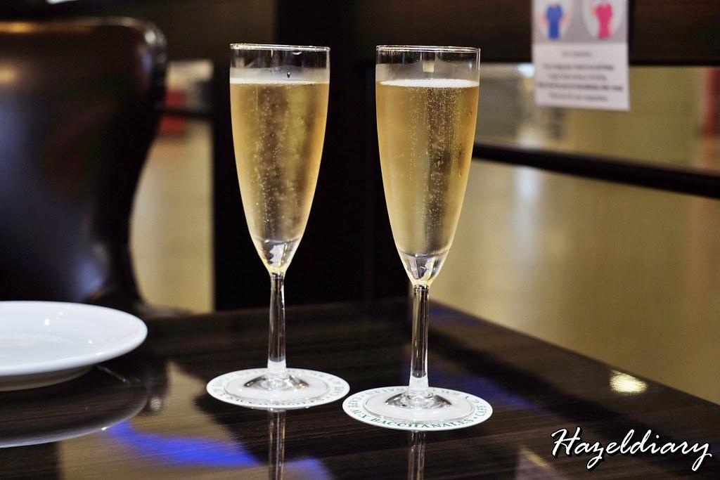 cafe aux bacchanales- Champagne