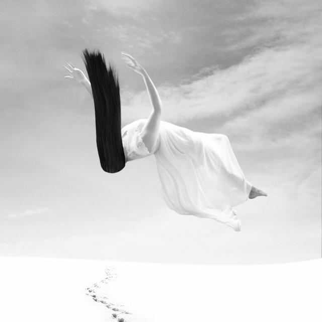 « Plus bas, encore plus bas, toujours plus bas. Est-ce que cette chute ne finirait jamais ? »  Lewis Carroll, « Alice au Pays des Merveilles. »