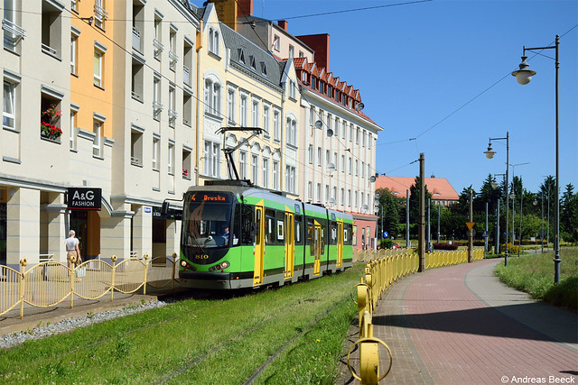 Elbląg (PL), 17.06.21, Duewag/MAN M8CN 810 auf Linie 4 nach Druska