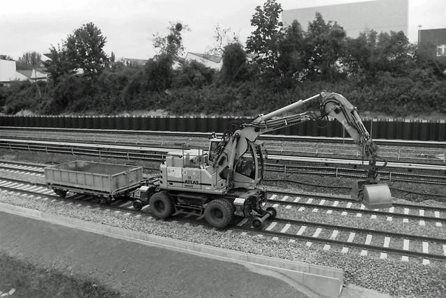 Berlin DB Baustelle Dresdner Bahn 22.6.2021 Schienenbagger