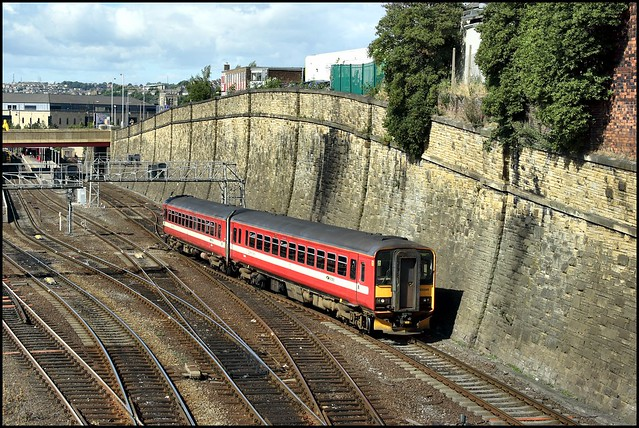 Bradford Interchange, Northern 155345 (15.50 Bradford Int - Wakefield Westgate) 09/08/06.