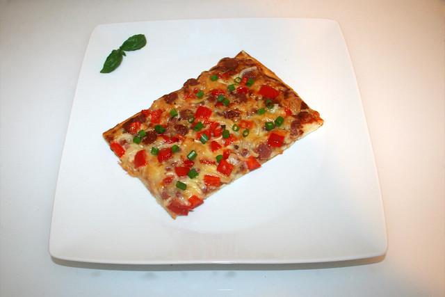 15 - Pizza with salami, bacon, onion & pepper- Served / Pizza mit Salami, Speck, Zwiebel & Paprika - Serviert