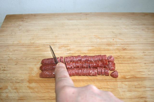 03 - Cut salami in thin slices / Salami in dünne Scheiben schneiden