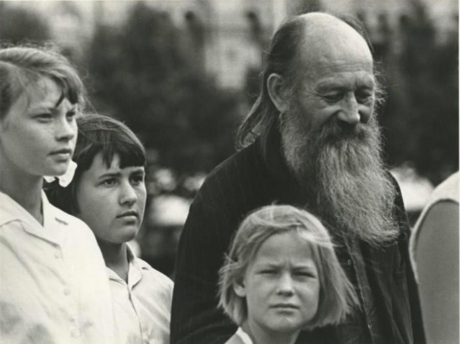 1970. Пожилой мужчина и трое подростков
