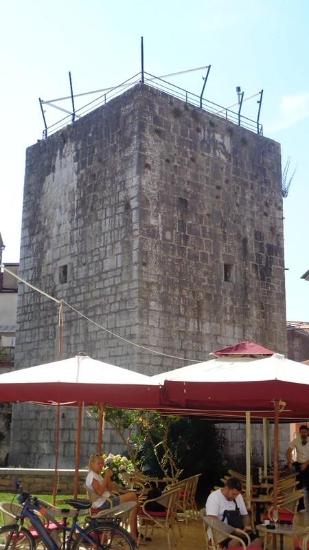 025-пятиугольная башня