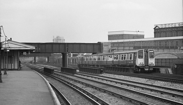508-036-Queenstown-Road-Battersea-16-1-1982-mike-hemming-collection