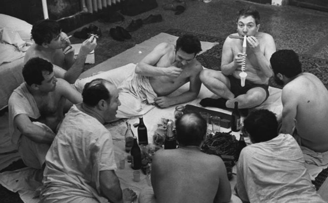 1971. В Сандуновских банях в день рождения Анатолия Елисеева. Из серии «Баня», 15 - 30 апреля