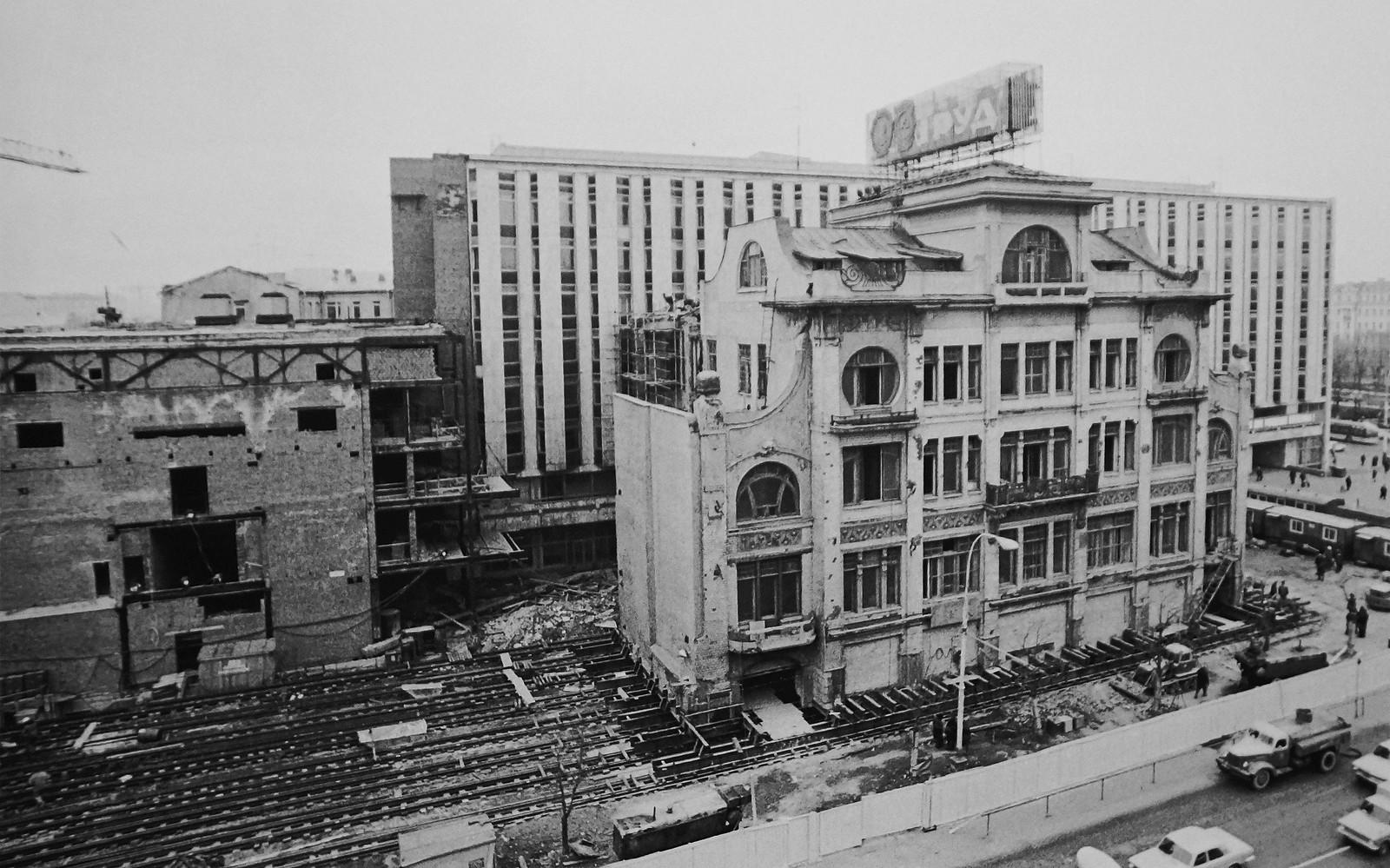 1979. Передвижка здания редакции газеты Труд