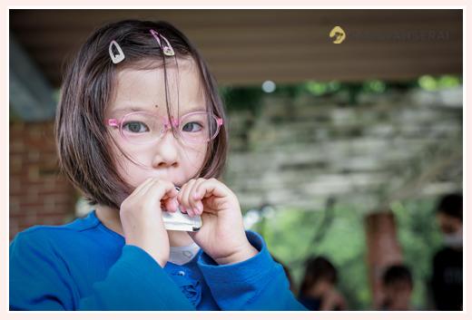 小学校3年生の女の子 ピンクのフレームの眼鏡