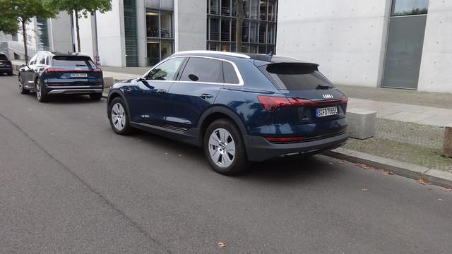 ab 2018 Kombi-Limousine e-tron 55 quattro von AUDI Otto-von-Bismarck-Allee in 10557 Berlin-Tiergarten