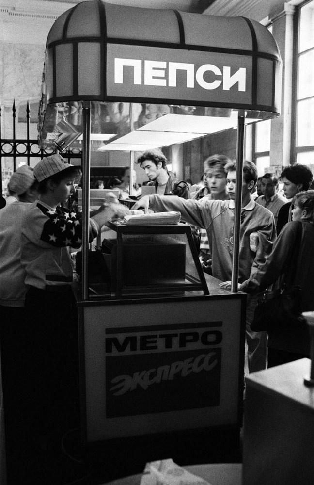 1993. Первый фастфуд в метро