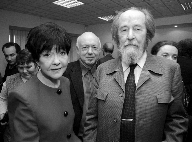 2000. Бэлла Ахмадулина, Борис Мессерер, Александр Солженицын.