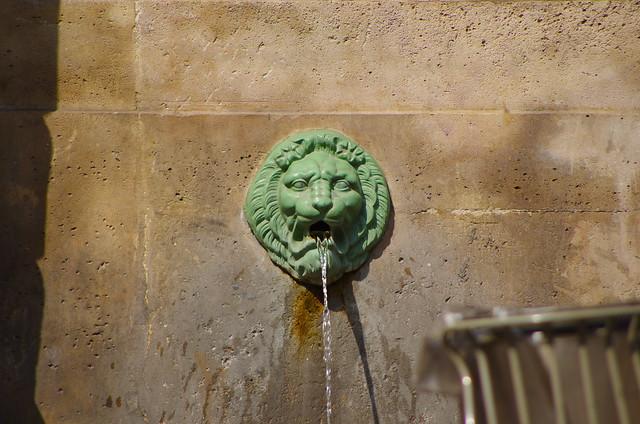 11 - Paris Juin 2021 - une fontaine rue du Faubourg Saint-Antoine