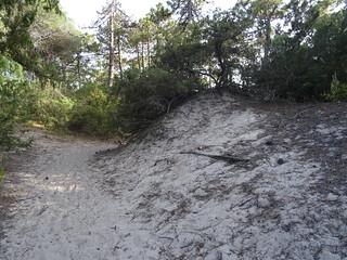 La dune contournée par le chemin de servitude de Villata