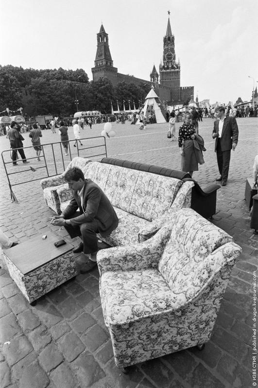 1991. Троицкое торжище на Васильевском спуске в Москве.